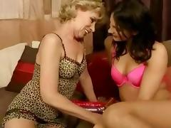 Older lesbians using her long tongue tube porn video