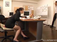 Japanese office girl Ki Hanyuu shows her amazing cock-sucking skills