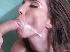 Bootylicious babe Kelly Divine gets her phat pussy screwed