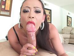 Mia Lelani is swallowing dirty load