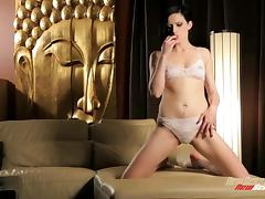 Annika Amour masturbates with large dildos in solo clip