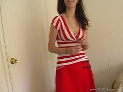 Diana plays with her bush in amateur solo clip