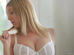 Curvaceous blondie Lexi Lowe gets her sugar snatch nailed