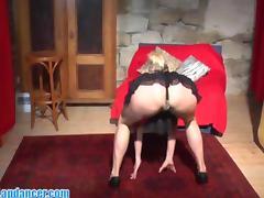 Wild cougar lapdances and sucks big cock tube porn video