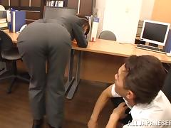 Ki Hanyuu gets really wet while being masturbated in the office