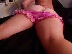 booty shaking on bed
