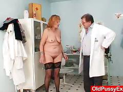 Chubby mature woman gets her pussy toyed at the gynecologist's tube porn video
