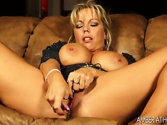 Sexy housewife masturbates her big pussy lips with a sex toy tube porn video