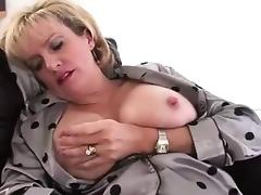 Mature brit slut rubs pussy with toy tube porn video