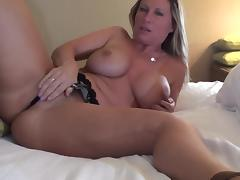 Mom blonde Devon Lee masturbates her puss