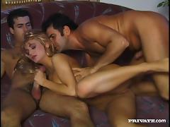 Loureen Kiss gets double penetrated in retro MMF clip