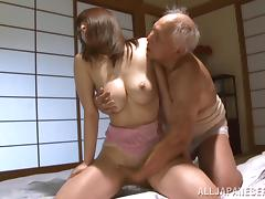 Kaede Niiyamam is fucked silly by a horny old man ç