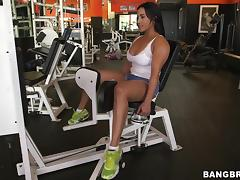 Bootylicious Becca Diamond seduces a guy in a gym and fucks him tube porn video