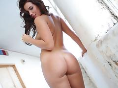 Curvy Babe with an Amazing, Nice Ass In Her High Heels