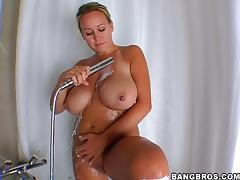 Brandy Talore Gives A Huge Cock A Deepthroat After Shower tube porn video