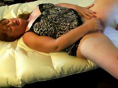 Hot cougar masturbating fiercely