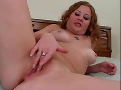Girl rubs her pink pussy tube porn video