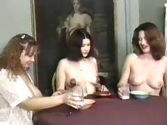 lactamanija - hoot 3 girls in brakefast