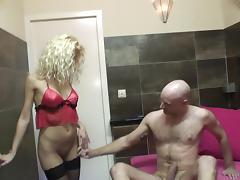 Appealing Blonde With Shaved Pussy Swallows Cum After Being Screwed
