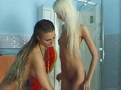 Salma de Nora and Safi play with each other's cunts in the shower
