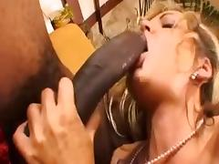 Awesome Milf in Threesome XXX video