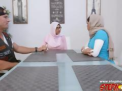 Sexy babe Mia Khalifa fucking a cock tube porn video
