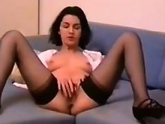 MILF Rubbing Her Loose Pussy