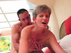 Naughty milf hot chick gets pussy screwed by a young huge dick