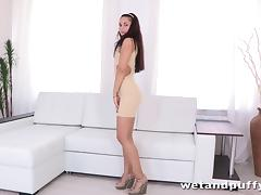 Kristall Rush pumps her crotch and smashes it with a dildo