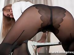 Solo model in nylon pantyhose show nice ass,pisses and rubs pussy tube porn video