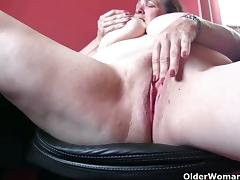 Mature blonde rubs her sweet cunt into heaven