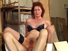 Goodlooking lady tries anal