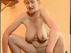 Oma mit Haengetitten wird von einem Junge gefickt tube porn video
